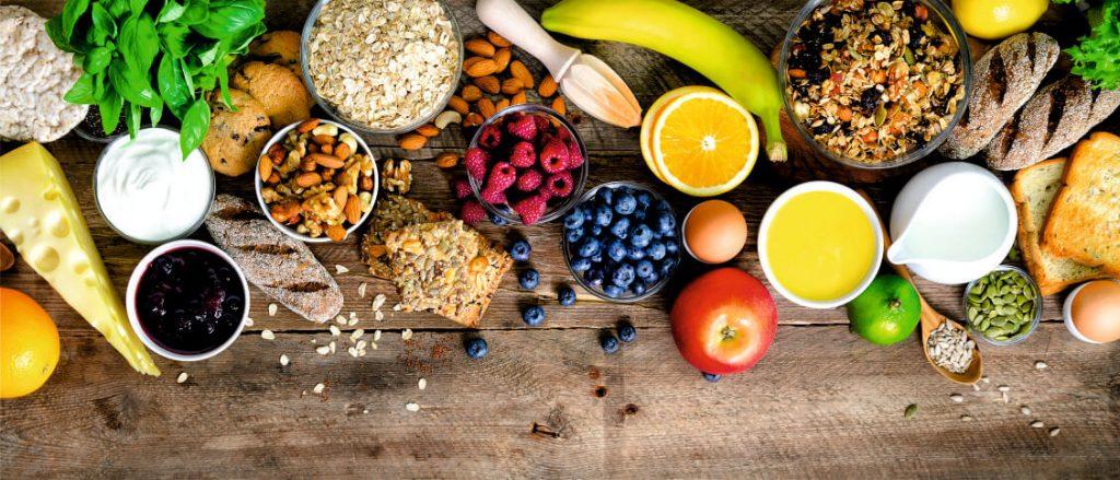 Fit und gesund zu bleiben, hängt maßgeblich von einer ausgewogenen Ernährung ab.