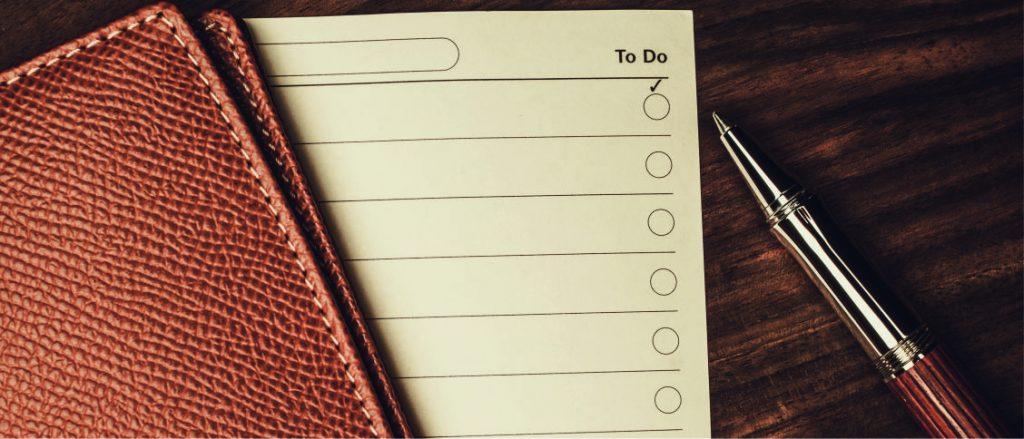 Tägliche To Do Listen in einfachen Notizbüchern können Stress vermindern und einen ersten Überblick über anstehende Aufgaben schaffen.