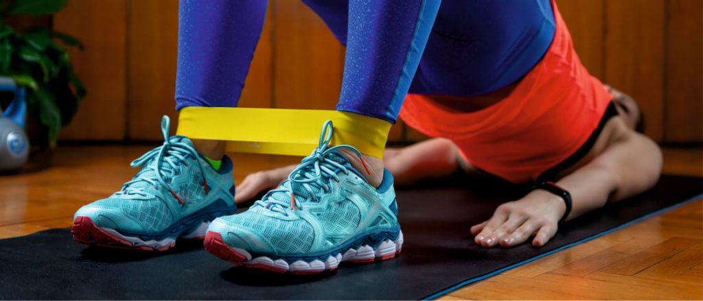 Sport im Homeoffice noch effektiver gestalten mit Fitnessbändern